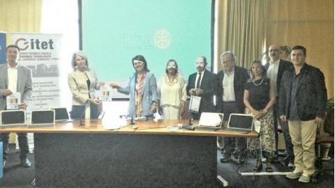 Rotary, innovazione tecnologica da Fermo ad Amandola: 31 dispositivi elettronici donati a tre scuole