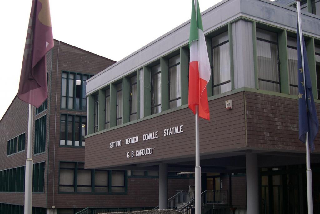 Un giorno ordinario di scuola, anche con la neve: il ricordo dei docenti del Carducci Galilei e l'investimento in tecnologia