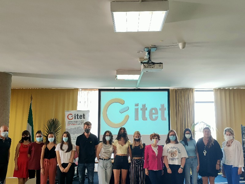 Dai banchi di scuola all'ufficio turismo del Comune: l'estate di lavoro per gli studenti (volontari) dell'Itet